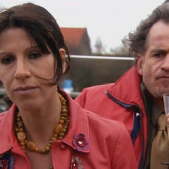 Isa Hoes as Catherina Donkersloot and Marcel Faber as Walter Hofstede in episode 74 of the light drama series Rozengeur & Wodka Lime (Scent of Roses & Vodka Lime; © Endemol Netherlands)