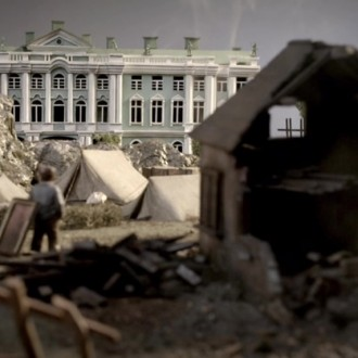 Scale model of the Winter Palace in episode 7 of Small Hands in a Big War (© Looks Film & TV).