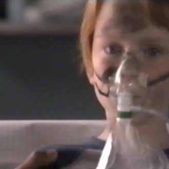 A young patient in episode 15 of the hospital series Trauma 24/7 (© Endemol Netherlands)