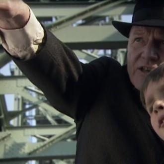 Joep van Lieshout als Dirk Verweij in aflevering 1 van 13 in de oorlog (© NTR)