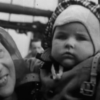 Nederlandse vluchtelingen in aflevering 4 van 13 in de oorlog (© NTR)
