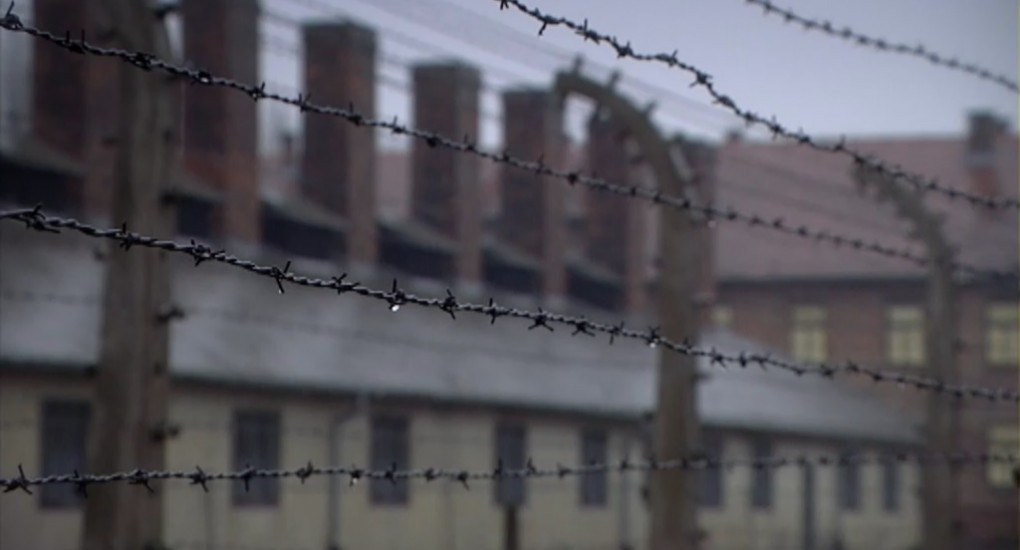 Auschwitz in aflevering 8 van 13 in de oorlog (© NTR)