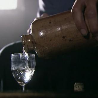 Een bevrijdingsborrel in aflevering 9 van 13 in de oorlog (© NTR)