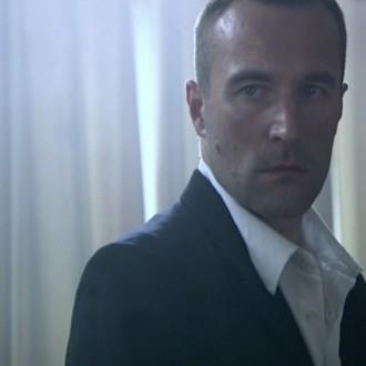 Boris Saran als Oskar in aflevering 12 van 13 in de oorlog (© NTR)