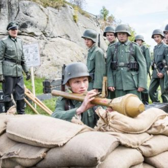 Elias Eisold als Walter en Thomas Meinhardt als Leutnant Weber in aflevering 7 van Kids of Courage (© SWR, Looks Film & TV).