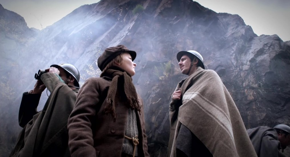 Julian Demetz als Tobias Klein en Riccardo Campagnuolo als Paulo Di Maggio in aflevering 3 van Kleine handen in een grote oorlog (© Looks Film & TV)
