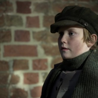 Seumas Paul Scullion als Harold in aflevering 4 van Kleine handen in een grote oorlog (© Looks Film & TV)