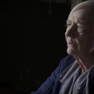Dolina Maclennan als Mrs. MacMillan in aflevering 4 van Kleine handen in een grote oorlog (© Looks Film & TV)