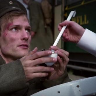 Alexander Pensel als Ulricht Fischer in aflevering 5 van Kleine handen in een grote oorlog (© Looks Film & TV)