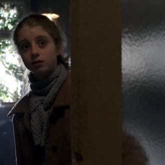 Lydia Maria Makrides als Frieda Hartmann in aflevering 5 van Kleine handen in een grote oorlog (© Looks Film & TV)