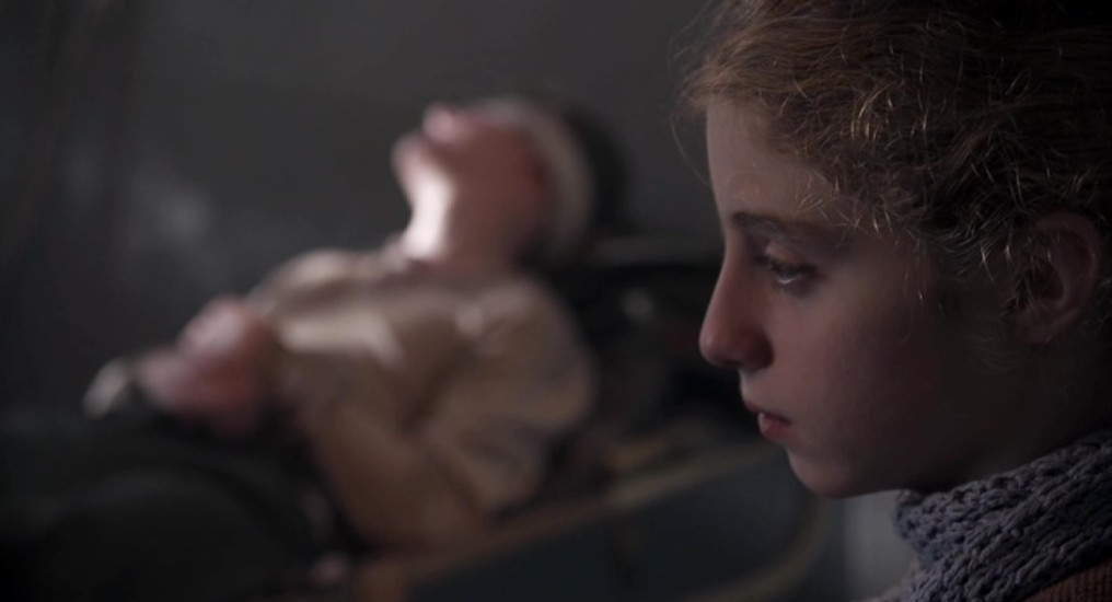 Lydia Maria Makrides als Frieda Hartmann en Emanuel Schiller als Kurt Berger in aflevering 5 van Kleine handen in een grote oorlog (© Looks Film & TV)