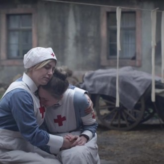 Li Hagmann als Oberschwester Ida en Hannah Ehrlichmann als Luise Hartmann in aflevering 5 van Kleine handen in een grote oorlog (© Looks Film & TV)