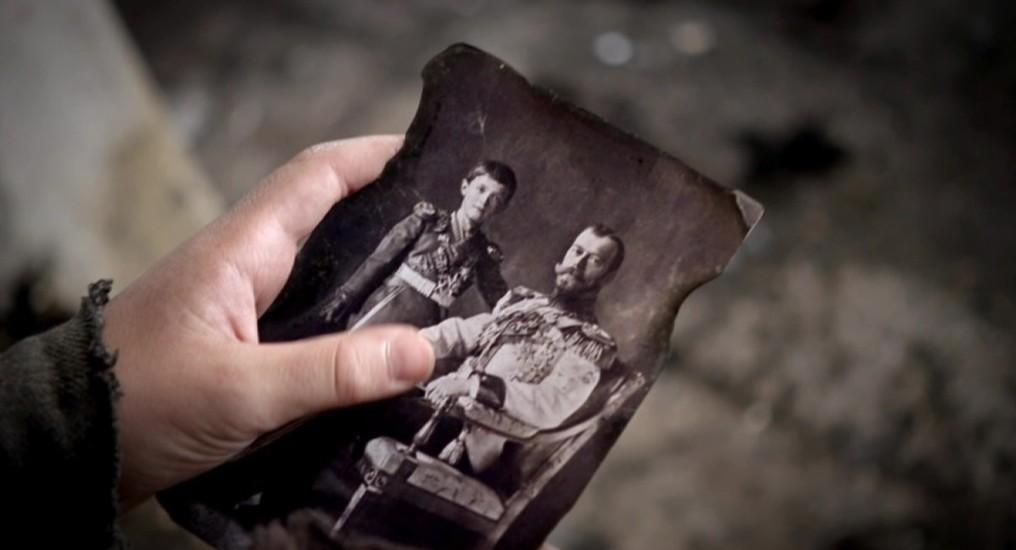 Foto van tsaar Nicolaas II en zijn zoon in aflevering 7 van Kleine handen in een grote oorlog (© Looks Film & TV)