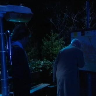 Gijs de Lange in de sketch Dwaallicht voor Het Klokhuis (© NTR)