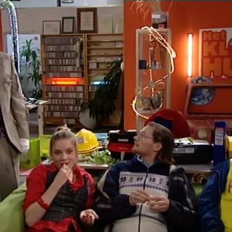 Gijs de Lange als Ben, Anniek Pheifer als Leonooor, Rogier in 't Hout als Wouter en Sergio IJssel als Timo in het Kantoor 24 voor Het Klokhuis (© NTR)