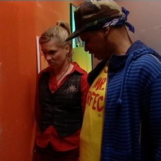Sergio IJssel als Timo en Anniek Pheifer als Leonoor in het Kantoor 27 voor Het Klokhuis (© NTR)