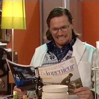 Rogier in 't Hout als Wouter in het Kantoor 27 voor Het Klokhuis (© NTR)