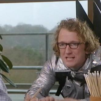 Pepijn Gunneweg in de sketch Super Simon voor Het Klokhuis (© NTR)