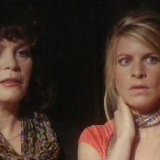 Henriëtte Tol als Beatrijs en Rosa Reuten als Julia in Moeders & Dochters (© Networks Unlimited)