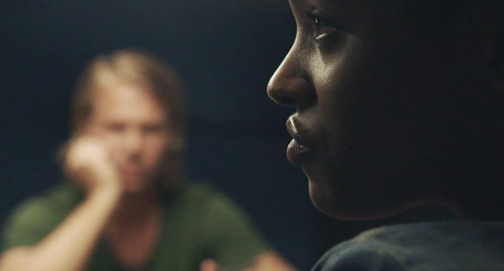 Thijs Römer als Evert Numan en Joy Wielkens als Dolores Pereira in aflevering 1 van Moordvrouw (© Endemol Nederland)
