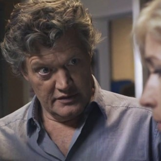 Porgy Franssen als Menno de Waard en Wendy van Dijk als Fenna Kremer in aflevering 2 van Moordvrouw (© Endemol Nederland)