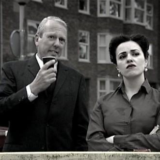 Willem van Dinteren als Brigadier Hans en Katarina Justic als Officier van Justitie in de film Reconstructie voor het 48 Hour Film Project 2010 Amsterdam