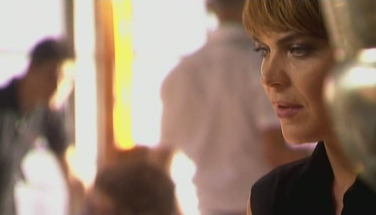 Medina Schuurman als Donna de la Fuentera in aflevering 22 van Rozengeur & Wodka Lime (© Endemol Nederland)