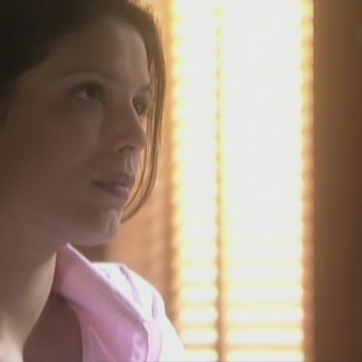 Ghislaine Pierie als Babette van Woensel in aflevering 24 van Rozengeur & Wodka Lime (© Endemol Nederland)