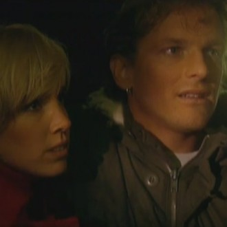 Nienke Römer als Robin Theysse en Barry Atsma als Bob Ensink in aflevering 51 van Rozengeur & Wodka Lime (© Endemol Nederland)