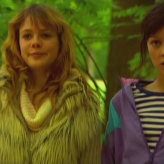 Kiki Goene als de jonge Donna en Steffany Kuppen als de jonge Babette in aflevering 52 van Rozengeur & Wodka Lime (© Endemol Nederland)