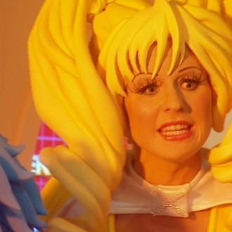 Jacqueline Goedmakers als Charm in aflevering 1 van Sportlets (© Workout Factory BV).