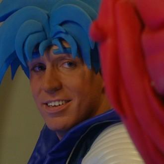 Nick Fleuren als Strongo in aflevering 3 van Sportlets (© Workout Factory BV)