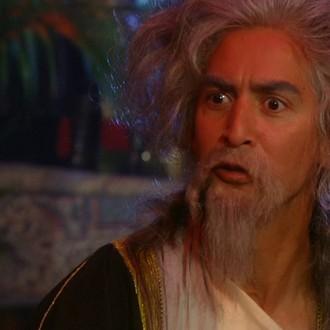 Michel Sorbach als Satish Rambocus in aflevering 4 van Sportlets (© Workout Factory BV)