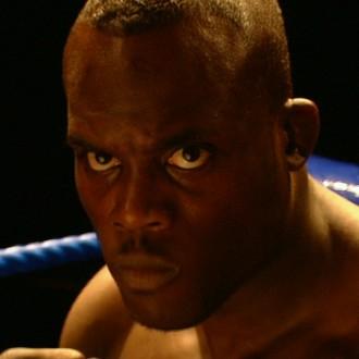 Melvin Manhoef als Bébé Boem in aflevering 7 van Sportlets (© Workout Factory BV)