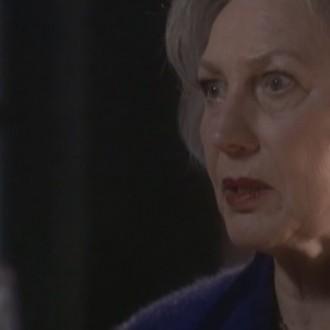Marlies van Alcmaer als Emma Noordermeer en Anniek Pheifer als Iris de Haas in aflevering 114 van Westenwind (© Endemol Nederland)
