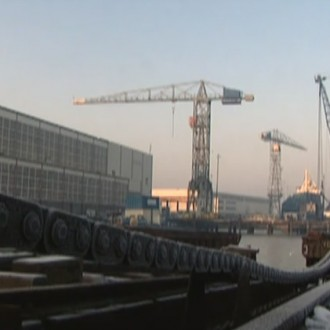 Een scheepswerf in aflevering 135 van Westenwind (© Endemol Nederland)